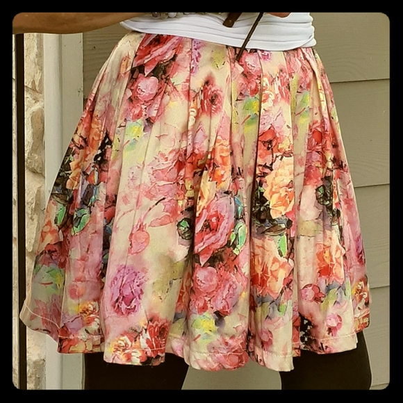 L'atiste by Amy Dresses & Skirts - L'atiste by Amy Floral Pleated Mini